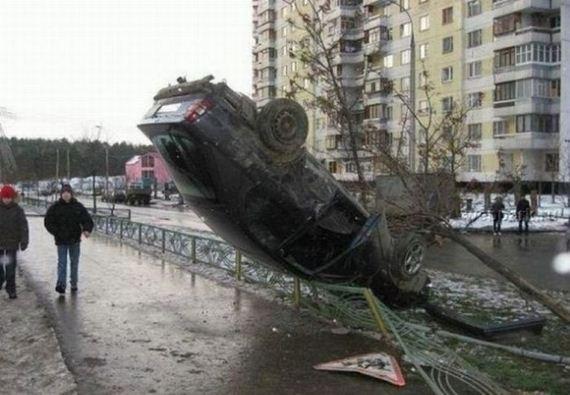 11 İnanılmaz Ve İmkansız Araba Kazaları