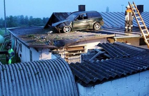 15 İnanılmaz Ve İmkansız Araba Kazaları
