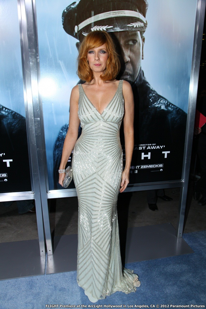hollywood_premiere._kelly_reilly_arrives