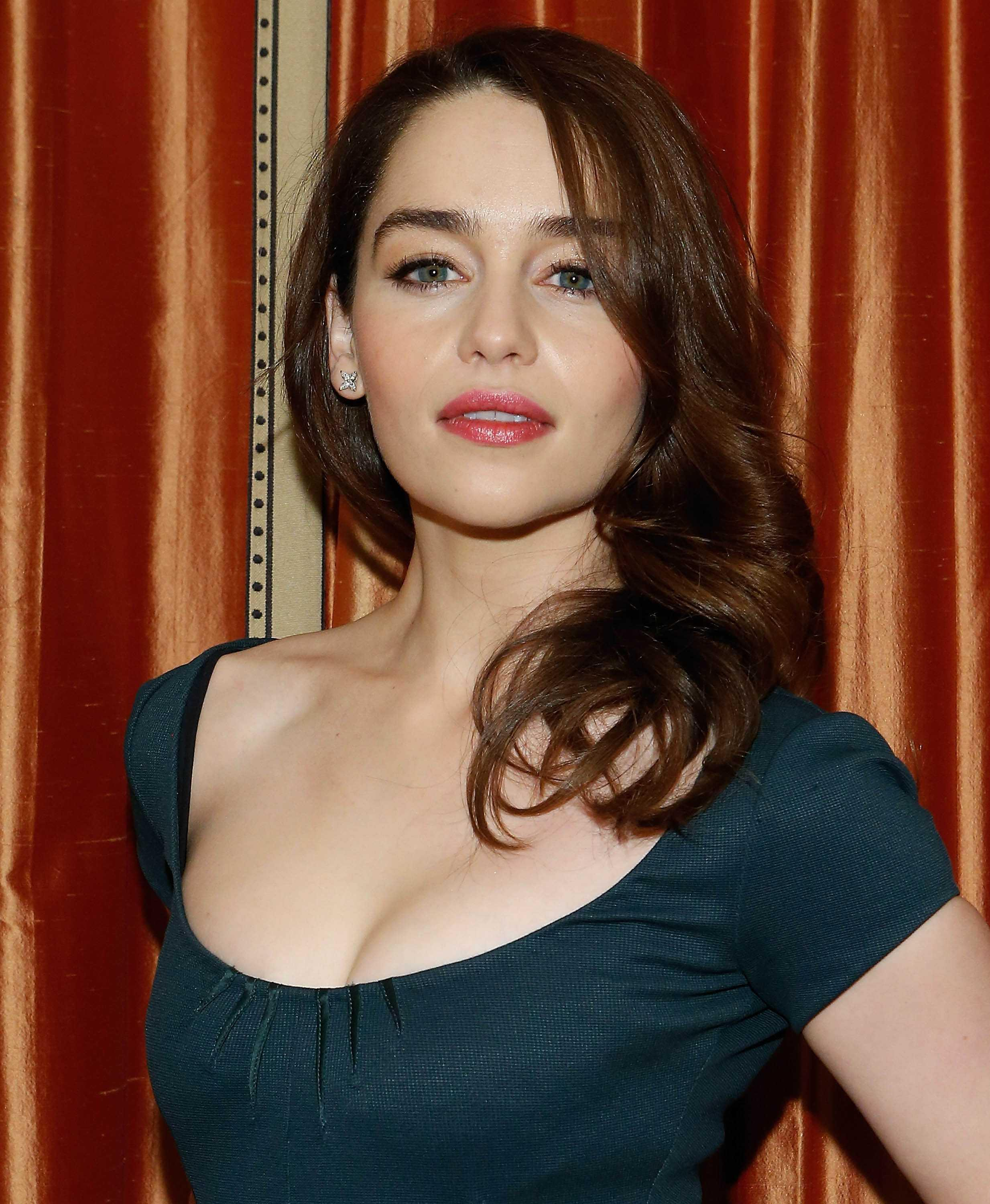 emilia-clarke-green-dress-brea-4013
