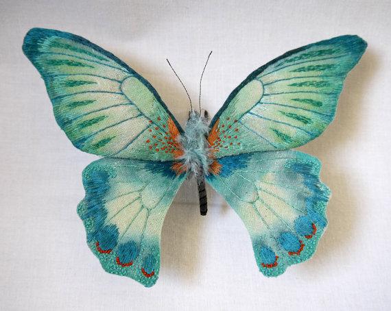 İğne İplikle Kumaşa Dokunmuş Canlısı Kadar Güzel Kelebekler